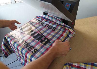Estampación de camisas con vinilo